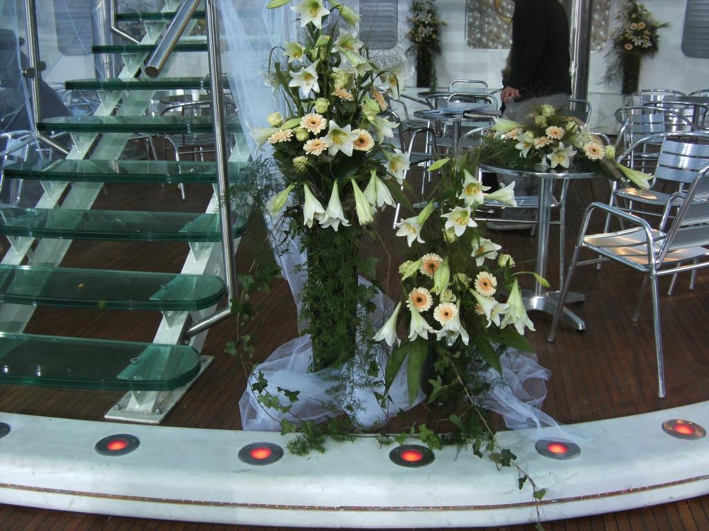Tischdekoration und Saaldekoration
